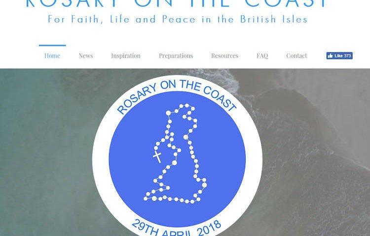 Octobre le mois du Rosaire - Un effort spécial dans la terrible lutte spirituelle contre les forces antichrétiennes RosaryOnCoastweb750-750x480